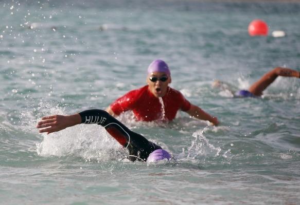 التونسية الأجنف تتألق في مهرجان مجلس أبوظبي الرياضي للسباحة